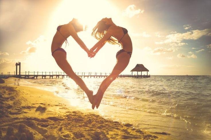 Картинка 900x601   Силуэт девушек в прыжке   Девушки, Любовь, Силуэты, фото #картинки#фото#девушки#силуэт#сердце#море#прыжок#песок#закат