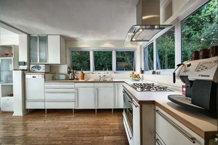 The kitchen isn't the only jaw-dropping room in this Higgovale, Cape Town property - see all the interior and exterior beauty of this property here:  http://www.myproperty.co.za/news/8510/Family-buyers-drawn-to-northern-edge-of-Durbanville-.aspx