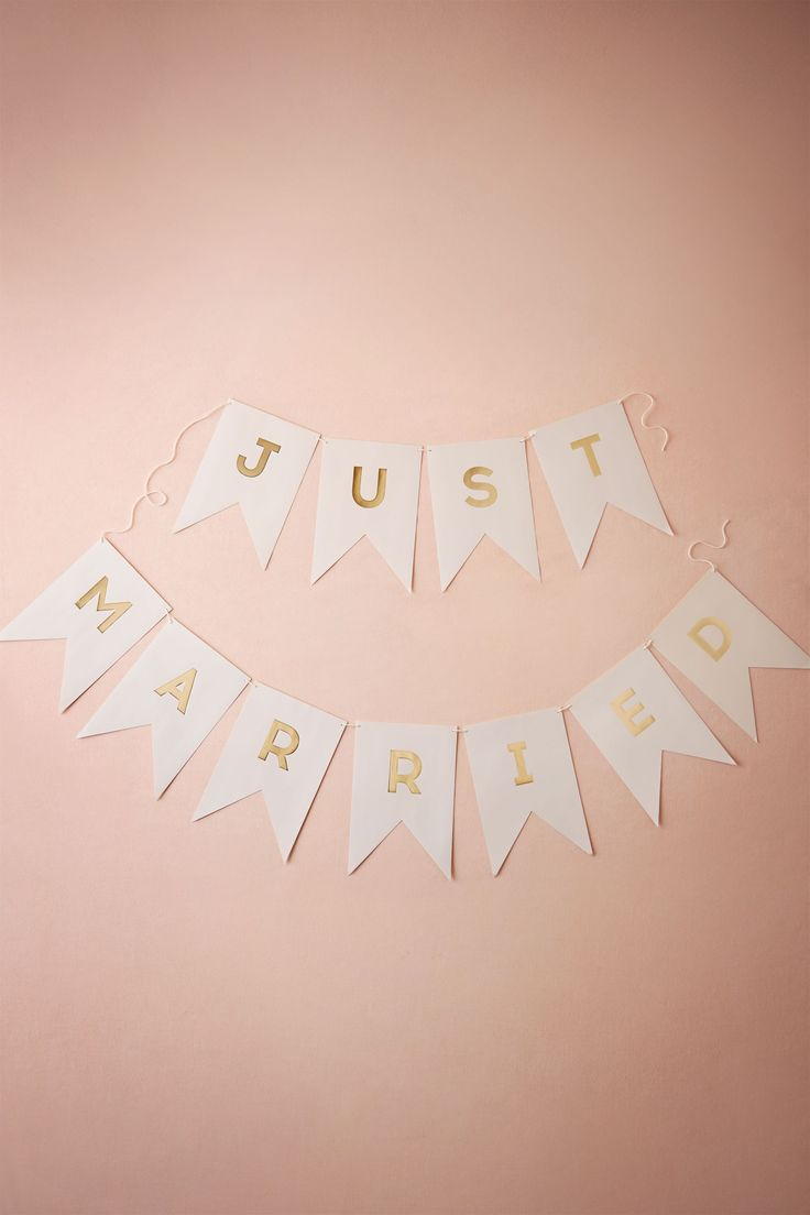 For the sweetheart table. Just Married Banner from @BHLDN