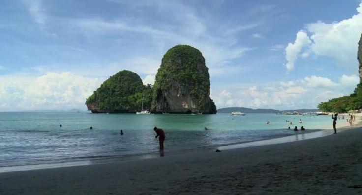 Krabi is een provincie in het zuiden van Thailand en ligt aan de Andaman Zee. Het is erg geliefd onder toeristen, vooral vanwege de tropische stranden. De video 'Around Krabi' laat zien waarom vakantiegangers van Krabi houden.