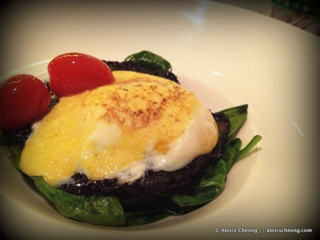 Sous Vide Eggs Benedict from Skyve