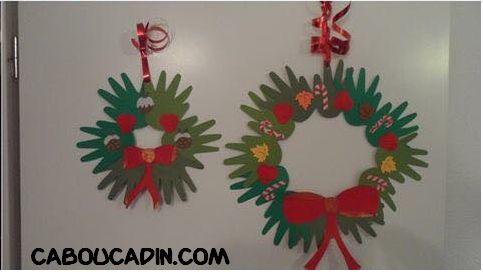 faire une couronnes de Noêl avec des empreintes de mains découpées #bricolage #Noël #maternelle #caboucadin