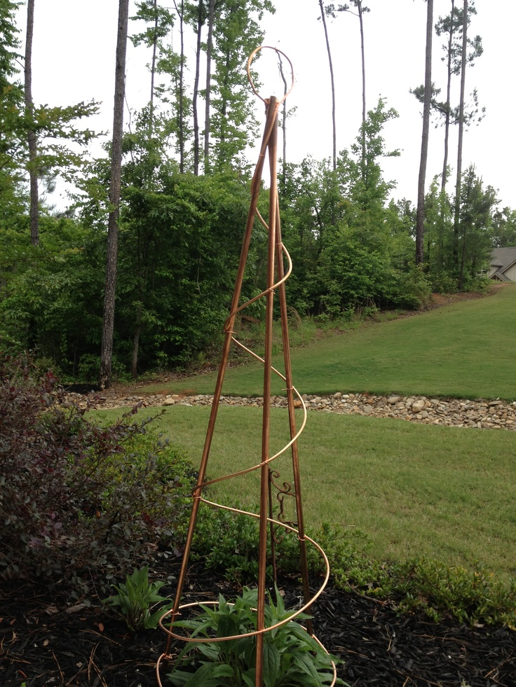 Copper trellis made from pipes and tubing garden ideas for Wire garden trellis designs