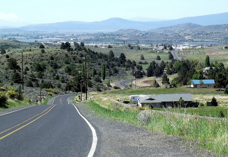 Gravity Hill, Klamath Falls, Oregon - Our team spend the night on the road of local folklore Old Fort Road.