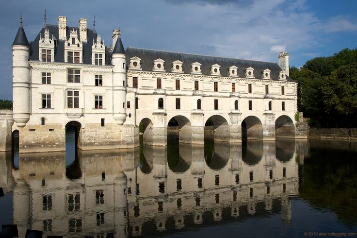 17 best images about architecture on pinterest woolworth for Chateau chenonceau interieur