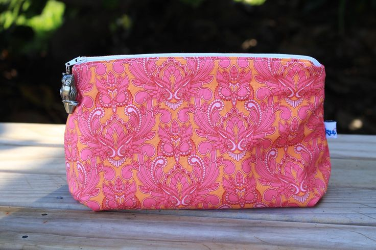New products, the cosmetic bag. Variety of fabrics