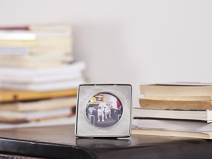 Pewter Photo Frame - Width: 11 cm (4,3″) - Height: 11 cm (4,3″) - #pewter #picture #photo #frame #peltro #cornice #fotografia #portafoto #zinn #bilderrahmen #fotorahmen #rahmen #peltre #tinn #олово #оловянный #gifts #giftware #home #housewares #homewares #decor #design #bottega #peltro #GT #italian #handmade #made #italy #artisans #craftsmanship #craftsman #primitive #vintage #antique