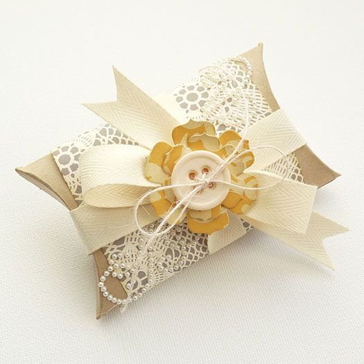 Time to get the Cameo cranking out pillow boxes :) Love the embellishing...from:  Pillow Box - Ingrid