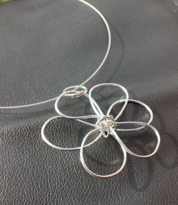 Collana girocollo con Ciondolo in filo di Alluminio