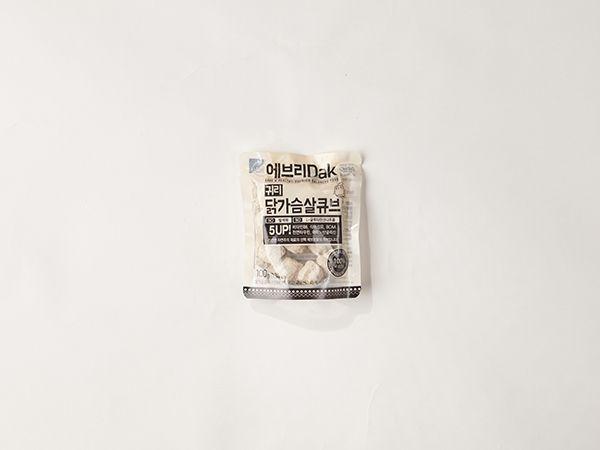귀리 닭가슴살 큐브 : 신선한 자연재료로 홈메이드 스타일의 믿을 수 있는 식품을 만드는 에브리밀의 귀리 닭가슴살 큐브