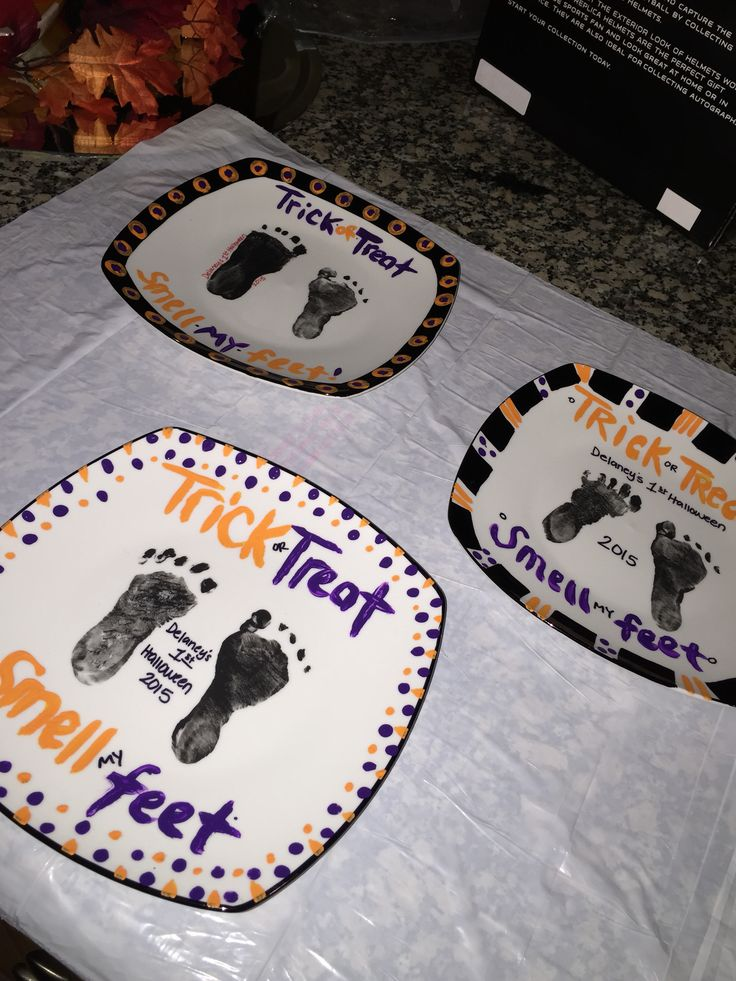 DIY Halloween Footprint Plates! A dollar store craft! Perfect for Baby's first Halloween! Trick or Treat, smell my feet! Adorable and easy!