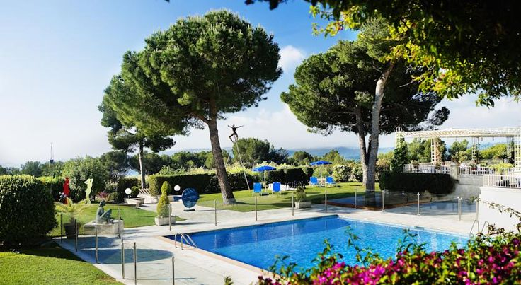 Le Mas D'artigny & Spa La Colle-sur-Loup This hotel complex is in a pine forest across from the walls of St-Paul-de-Vence and offers views of the French Riviera. The Nocea Spa offers a Turkish bath, an infusion bar, a colour pool, a relaxation hall and 11 treatment rooms.
