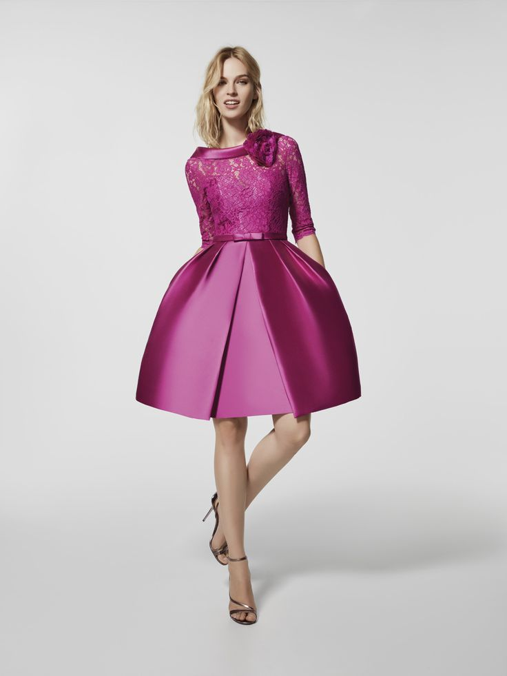 Are you looking for a cocktail dress? This short pink dress is a cocktail dress (GLACE model) with a bateau neckline and with a round plunging back. Flared dress with 3/4 sleeves (mikado and lace)