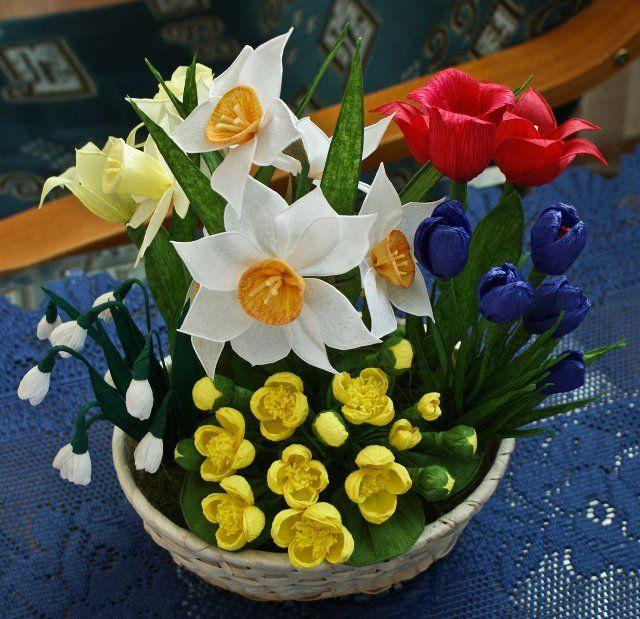 Znalezione Obrazy Dla Zapytania Wiosenne Kwiaty Z Krepiny Table Decorations Decor Quilling