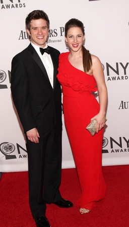 Jessie Mueller (right) and guest (© Tristan Fuge)