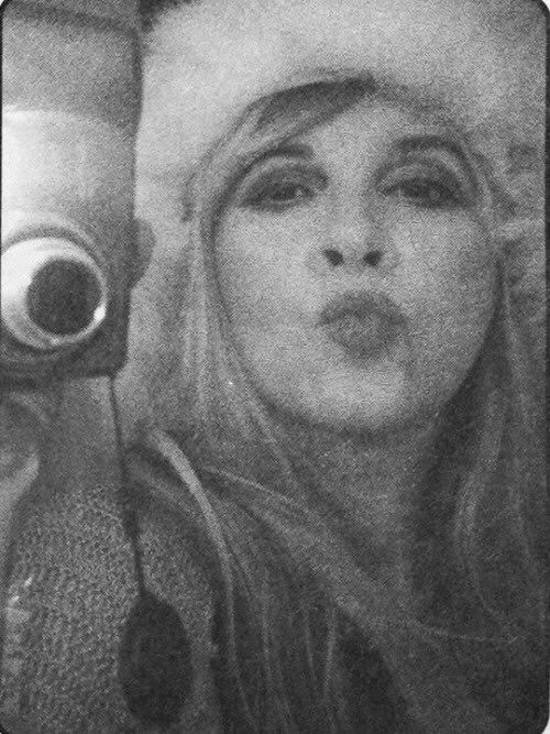 a Stevie   ~ ☆♥❤♥☆ ~    smooch for all her fans