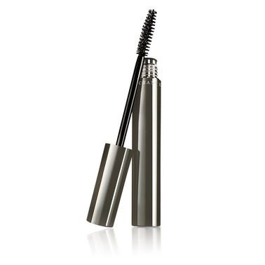 Look no further if you desire thick, luxurious lashes with the incredible Faux Cils Mascara from Chantecaille. Instantly draw attention to your eyes with its super lengthening and volumising formula.