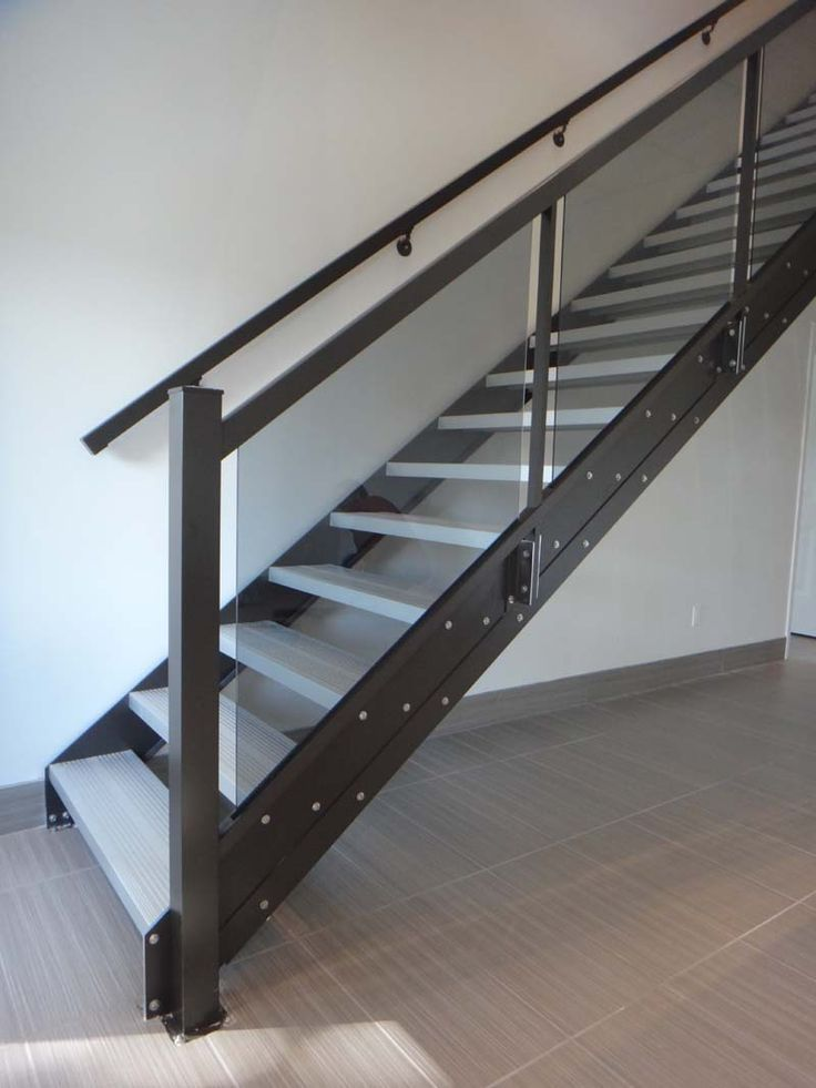 Best 25+ Indoor stair railing ideas on Pinterest | Stair ...