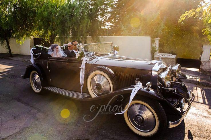 #vintagestyle #ephosphotography #oldcar #bridalentrance