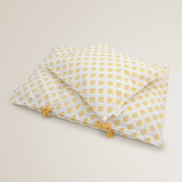'Star Yellow' childrens bedding - 100% organic cotton GOTS Certified.