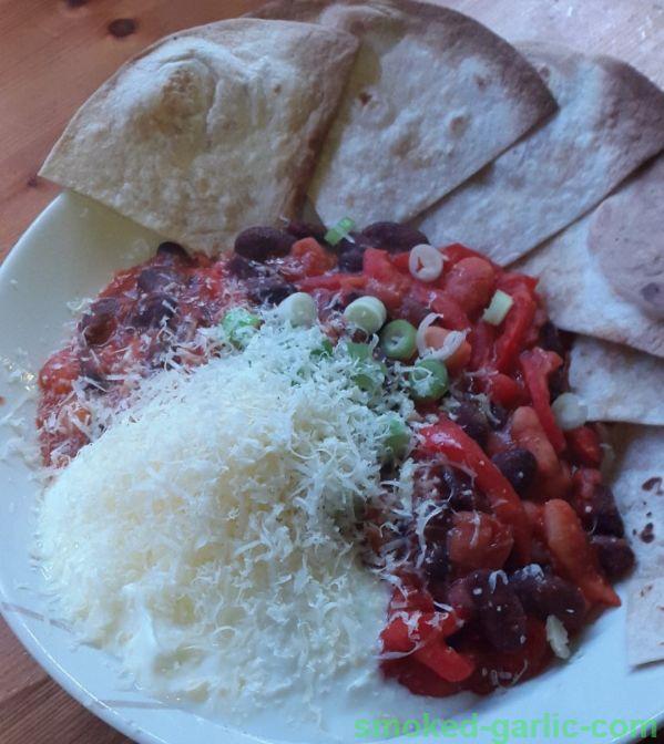 Mexican Beanfeast & Crispy Tortillas see receip at https://garlic-recipes.com  #vegetarianrecipes #barbismoked #smokedgarlic #garlicrecipes #bbcfood #foodchannel #mexicanrecipes