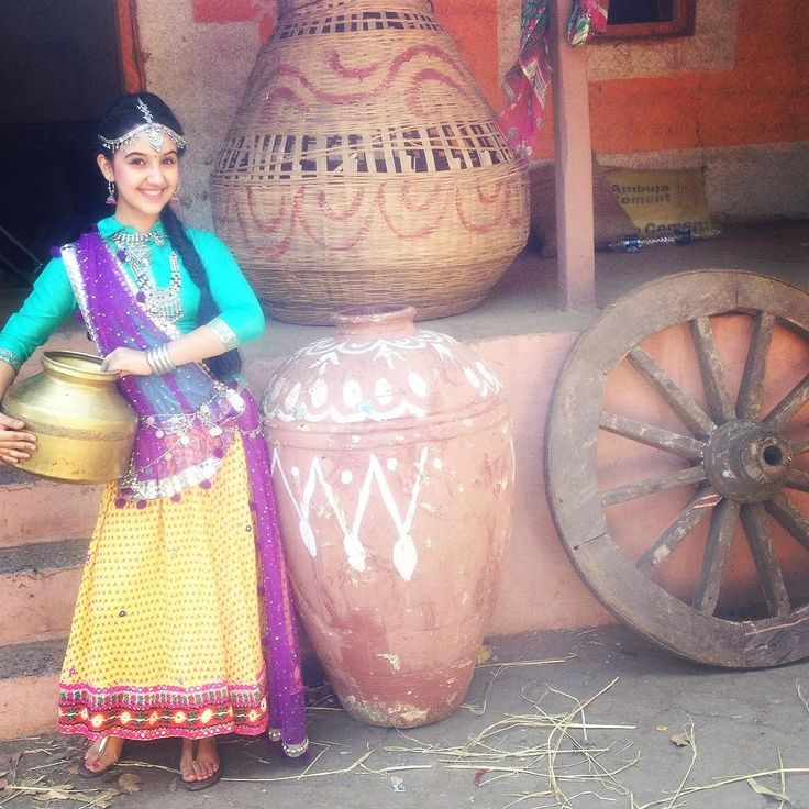 "ashnoorkaur_3504: ""Ohk! So here i go wid my 100th post !  how do I look ? #haryanvi #chori #love #this #look #village #naira #ashnoor #yerishtakyakehlatahai #starplus #love #life #more # #instafun #instapic #instalife #"""