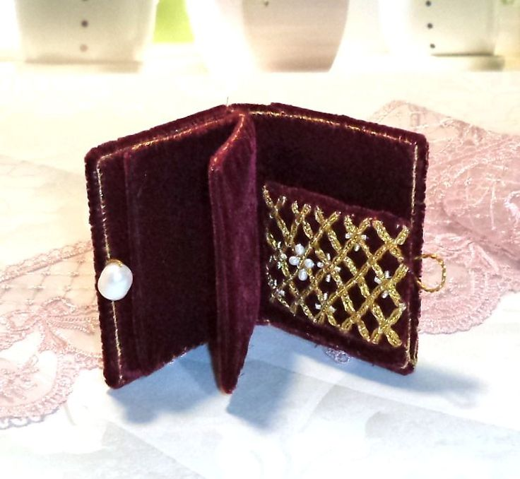 Cute Elizabeth's needle book decorated with pearls. Our pearls 2396, 1723 and 18851. Thank you Ellona!