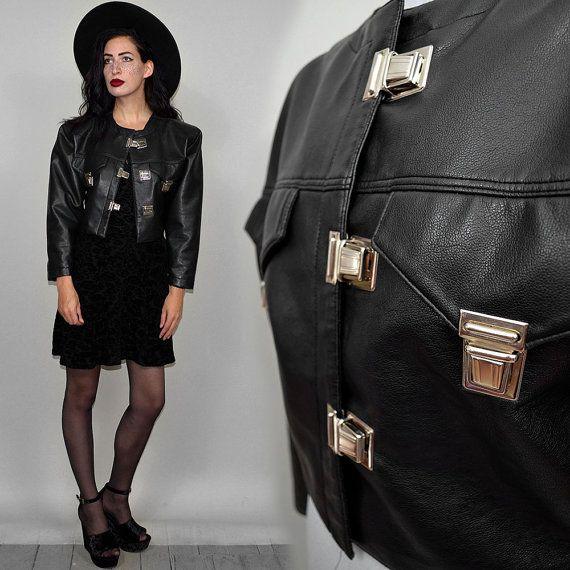 VEGAN Vintage cuero motorista hebilla tachonada recortada a chaqueta Punk de Londres de los años 80 gótico