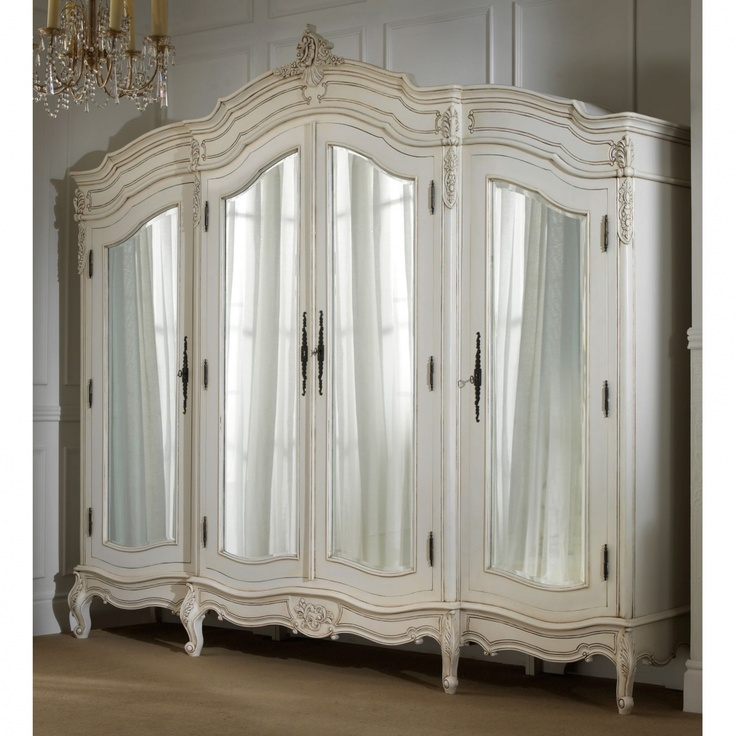 I would SOOOOO prefer this to a huge walk in closet, it's Fabulous!!!!!