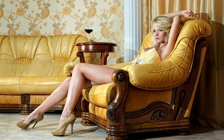 #вино #женщины #секс #любовь   Да, женщина похожа на вино, А где вино, Там важно для мужчины Знать чувство меры. Не ищи причины В вине, коль пьян — Виновно не оно. Да, в женщине, как в книге, мудрость есть. Понять способен смысл её великий Лишь грамотный. И не сердись на книгу, Коль, неуч, не сумел её прочесть.  © Омар Хайям
