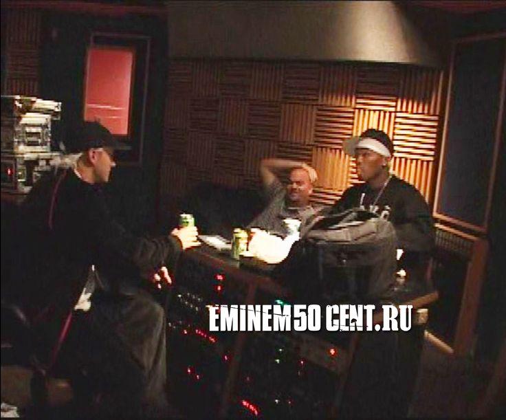 Eminem и 50 Cent вместе с Полом Розенбергом. Первое совместное фото летом 2002 тур Anger Management Tour: http://eminem50cent.ru/eminem-concerts/130-eminem-presents-the-anger-management-tour