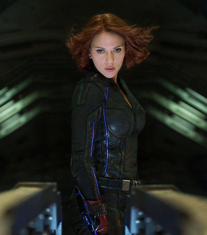 映画「アベンジャーズ」では中心人物のひとり。高度な戦闘力と妖艶な美貌をもつ女性スパイナターシャ・ロマノフ