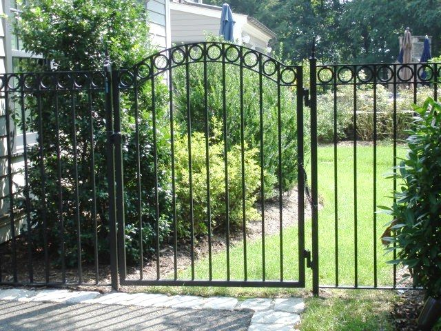 Spiegel in addition Gates Openers further 333266441147550221 moreover Gates Gates Historic Designs C 122 247 together with 420031102729887751. on wrought iron gate