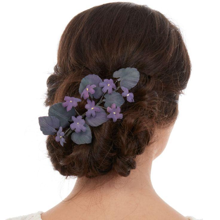 100% Handmade /�Natural Silk /�Hand Painted   Flori realizate manual din matase naturala. Fiecare petala / frunza este atent decupata, pictata, modelata si asamblata pentru a forma acest manunchi de violete pregatite sa ofere un strop de culoare coafurii tale. Pentru prinderea in par i se poate atasa un pieptene sau poate fi fixat cu agrafe. Poate fi purtat la spate, ca in imagine, sau intr-o parte. Acest accesoriu de par se realizeaza pe comanda. Tineti cont de faptul ca este ...
