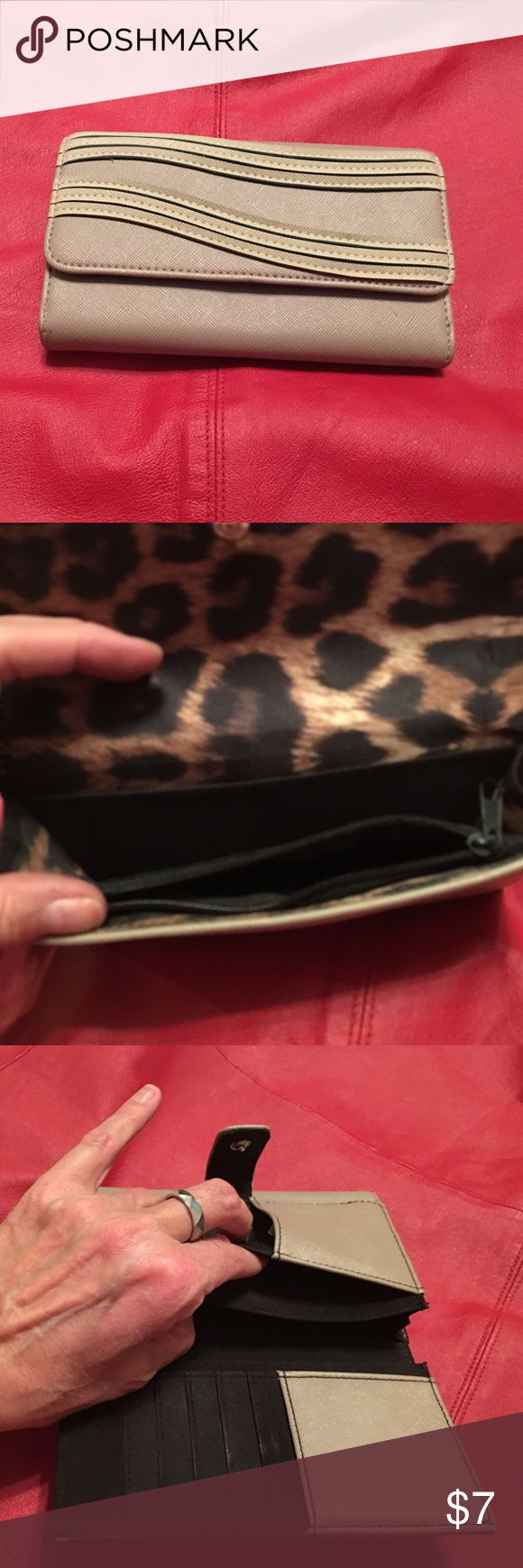 Jessica Simpson wallet Lightly used Jessica Simpson wallet Bags Wallets