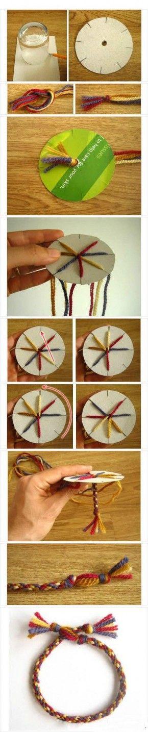 zelf armbandjes maken van verschillende kleuren draad of wol