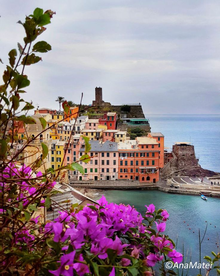 Vernazza, the most photogenic village in Cinque Terre  http://www.lifestylepuzzle.com/vernazza-cinque-terre/  #vernazza #travel #cinqueterre #5terre #italy #whatitalyis #italiantrip