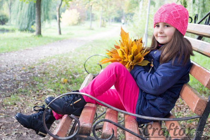 Вязанная шапка бини 'Ягодка' для девочки. Араны косы и ромбы. Модель, схема и описание для начинающих. Вязанная шапка бини 'Ягодка' для девочки. Араны косы и ромбы. Модель, схема и описание для начинающих. Шапочка выполнена простым узором. Вяжется не сложно и достаточно быстро. И по силам даже начинающим рукодельницам. #вязанная #вязание #шапка #бини #для #девочки #араны #косы #ромбы #модель #схема #описание #для #начинающих