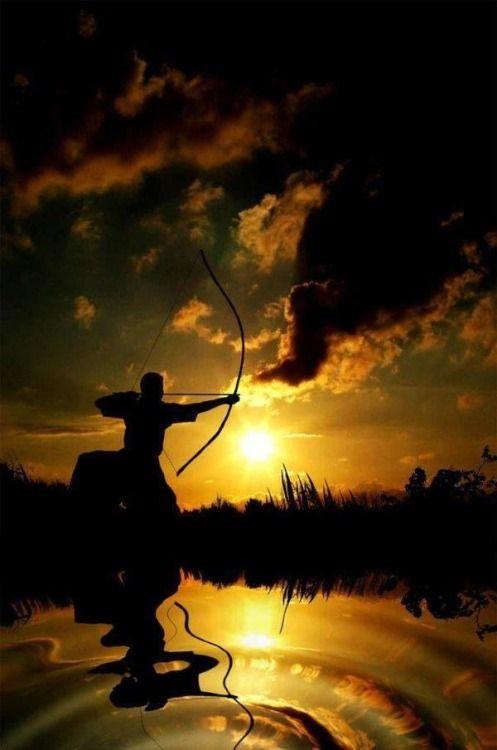 弓道。 伝統的な日本アーチェリー