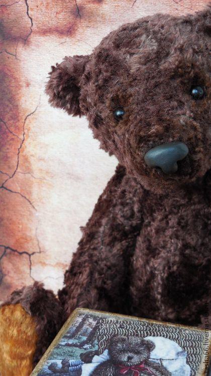 Приходя из прошлого...мишка тедди.. Мишка сшит по восстановленной выкройке 1933 года.  Выкройки как таковой у меня нет,есть старинный медведь, визуально изучив которого,попыталась сделать похожего.  Плюш длинноворсовый, очень редко встречающийся.