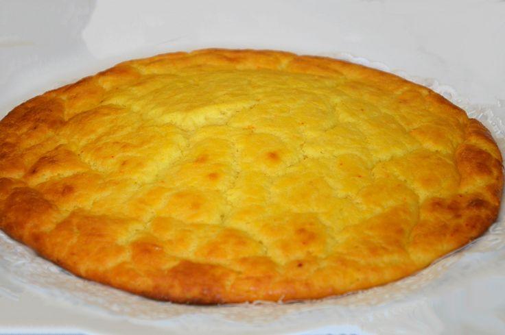 La torta pardula è una torta di ricotta fresca al profumo di arancia e zafferano.