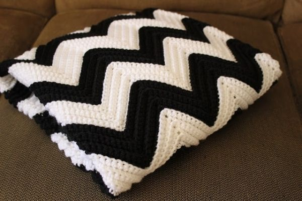 Chevron Crochet Baby Blanket- Link to FREE pattern by C@rol
