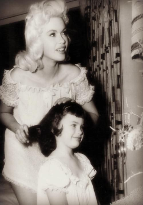 Young Mariska Hargitay with her mother, Jayne Mansfield.she was so young when her beautiful other was killed. Mariska,too is beautiful