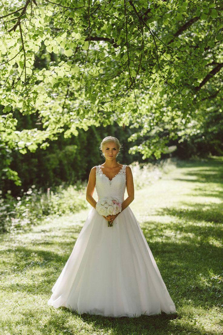 White tulle wedding dress lace elegant wedding gown