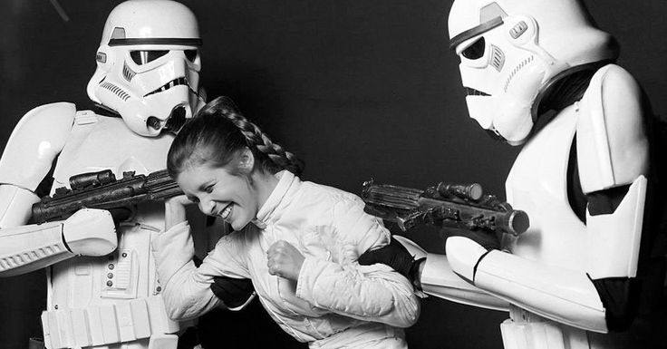 25 Rare Photos of Carrie Fisher On Set of The Star Wars Trilogy
