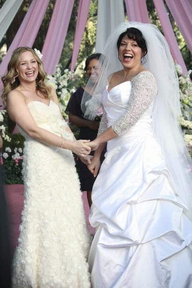 Grey S Anatomy Doctors Callie Torres Sara Ramirez And Arizona Robbins Jessica Capshaw Tied The Knot On Abc Medical Drama In Actresses Wore