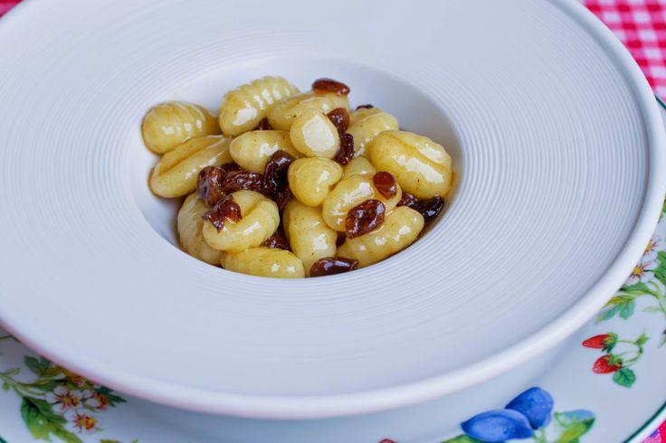"""Gnocchi zucchero, cannella e uvetta: """"queli dele vece"""", la ricetta di Eleonora del blog """"Tacchi e pepe rosa"""" http://tacchiepeperosa.blogspot.it/2014/06/gnocchi-zucchero-cannella-e-uvetta.html"""