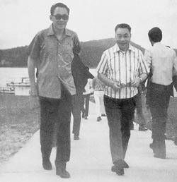 (L.to R.) Lee Kwan Yu (president of Singapore) and Chiang Ching Kuo.