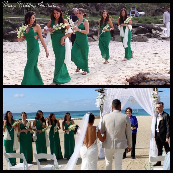 Green bridesmaids dresses #breezeweddings #green #bridesmaid #dress #long #floor #length #froggy #beach #wedding #bare #foot #зеленые #платья #подружки #невесты #свадебная #церемония #босиком #на #пляже #австралия #любимаяработа