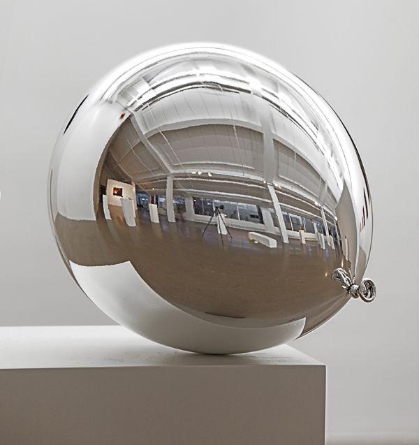 Jiri Geller / Dunkelheit VI  2009  29 x 29 x 35 cm  metal coated fiberglass  edition 3